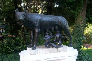 http://commons.wikimedia.org/wiki/Category:Romulus_and_Remus#mediaviewer/File:Estatualoba.JPG