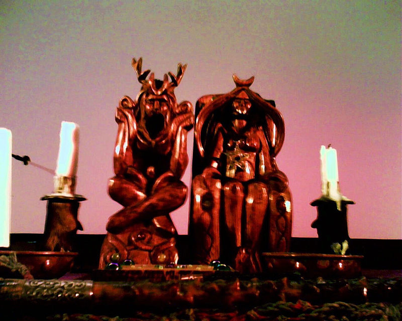 800px-Horned_God_and_Mother_Goddess_(Doreen_Valiente's_Altar)